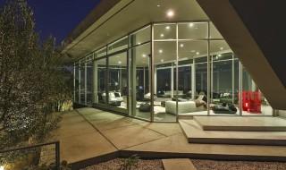 Elegant-glass-windows-provide-plenty-natural-light