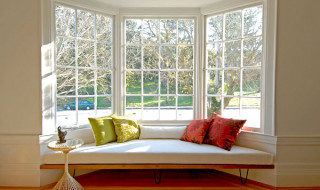 Modern-window-seat-with-colorful-cushions