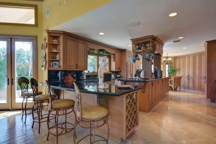 d0b801e0-2a92-11e5-9a53-b1367f6689e8_kitchen-bar-david-cassidy-foreclosure