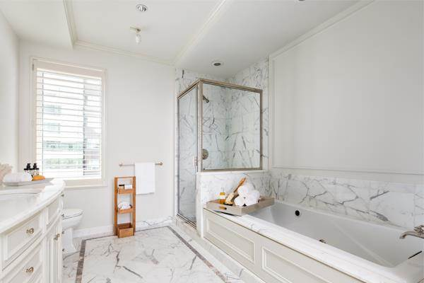 donald-trump-bathroom-zillow-today-150728_2af148988ff3384135521cadb30264ac.today-inline-large