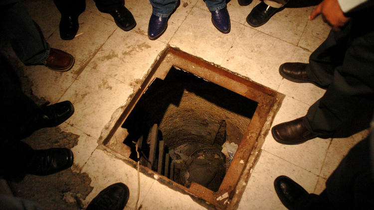 la-fg-mexican-drug-cartel-tunnels-pictures-002