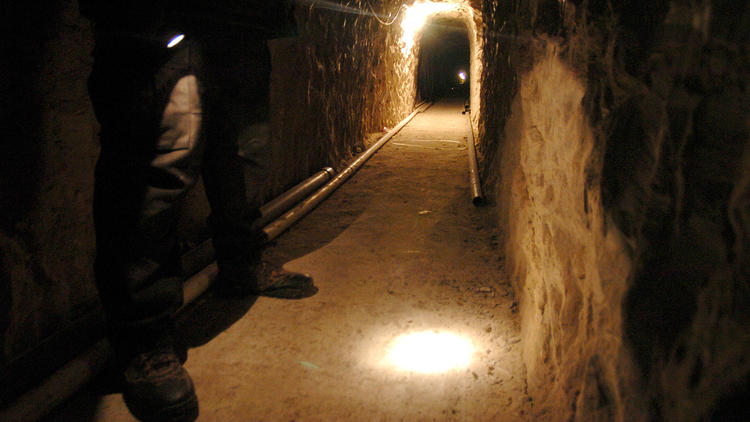 la-fg-mexican-drug-cartel-tunnels-pictures-004