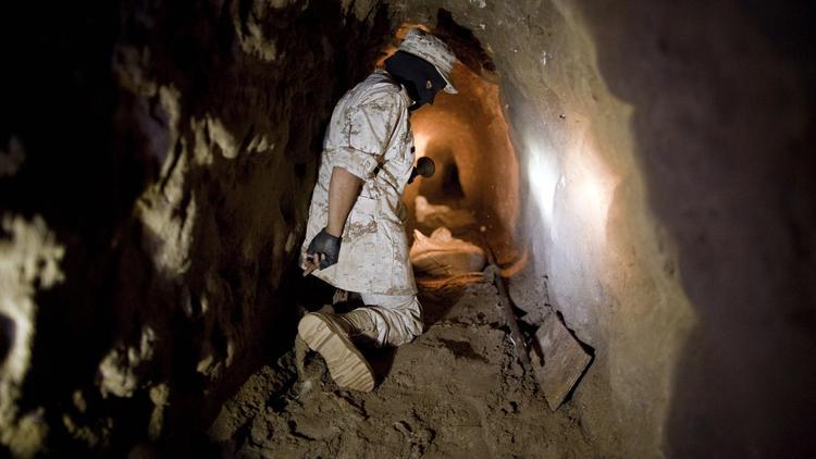 la-fg-mexican-drug-cartel-tunnels-pictures-010