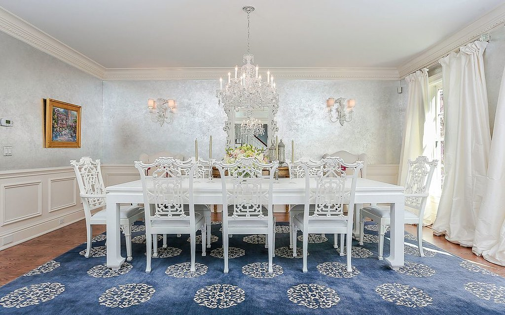 dining-room-makes-big-statement-metallic-walls