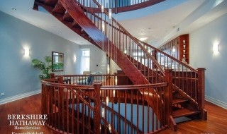 550 W Oakdale Spiral Staircase Lakeview Chicago Rental