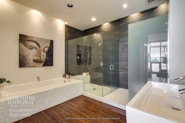 Top 5 designer bathrooms in chicago s ukrainian village for Bathroom ideas real estate