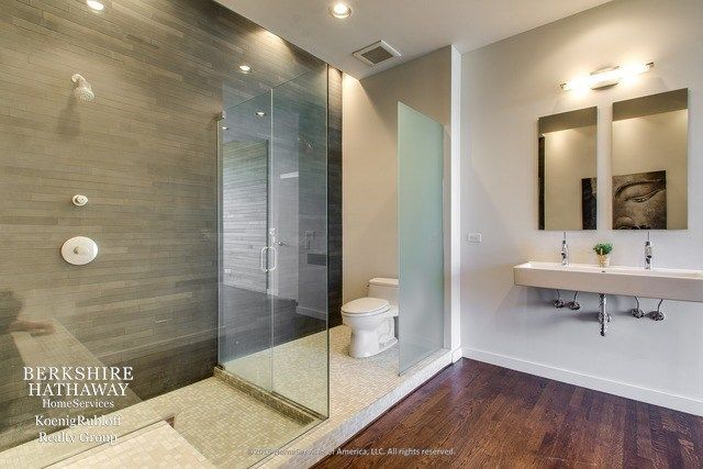Designer Bathrooms in Chicago's Ukrainian Village 4 of 6