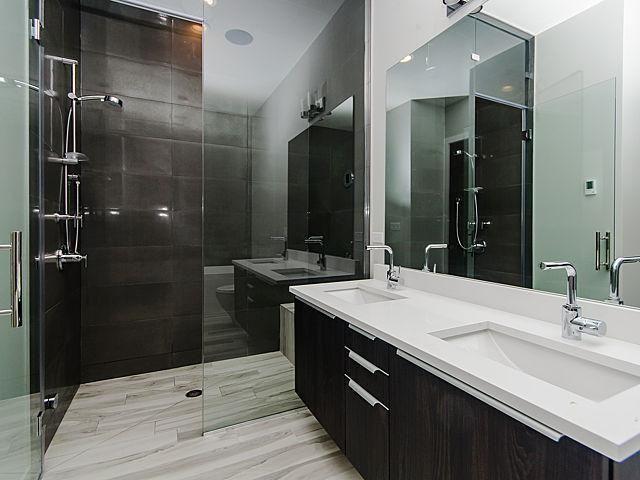 Designer Bathrooms in Chicago's Ukrainian Village 7 of 6