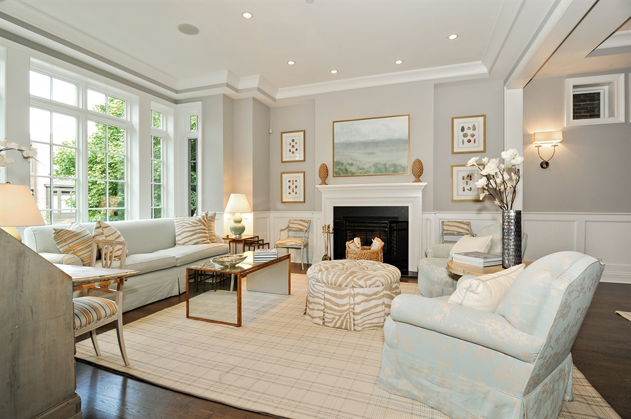 2625 N PAULINA Street living room