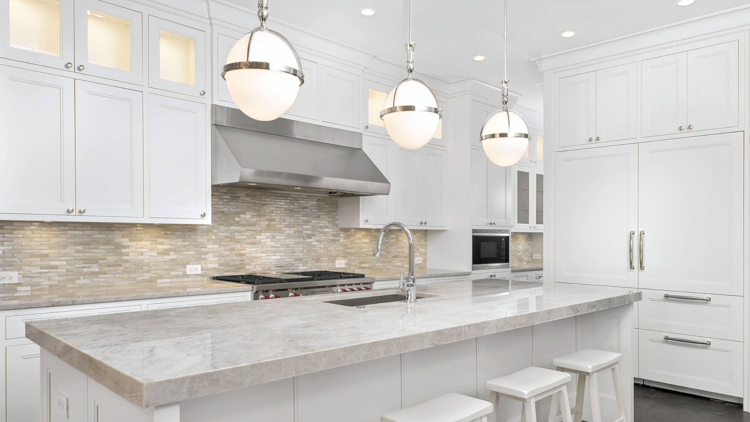 7 Luxury Kitchens in Lakeview Homes for Sale Now