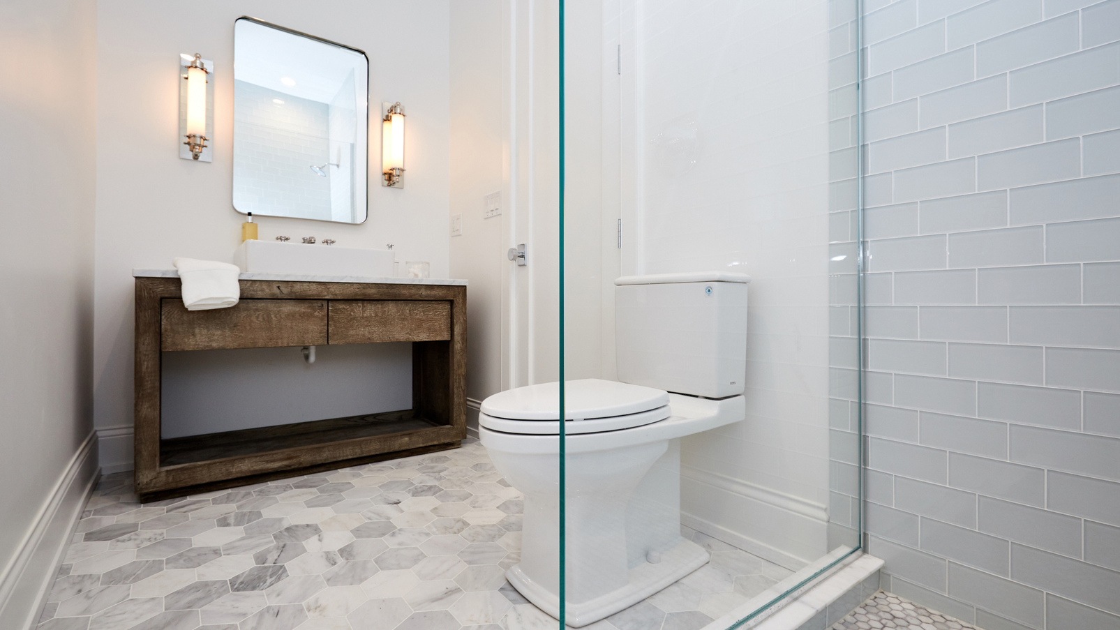 This lincoln park home has 4 ultra cool bathrooms for Bathroom design chicago