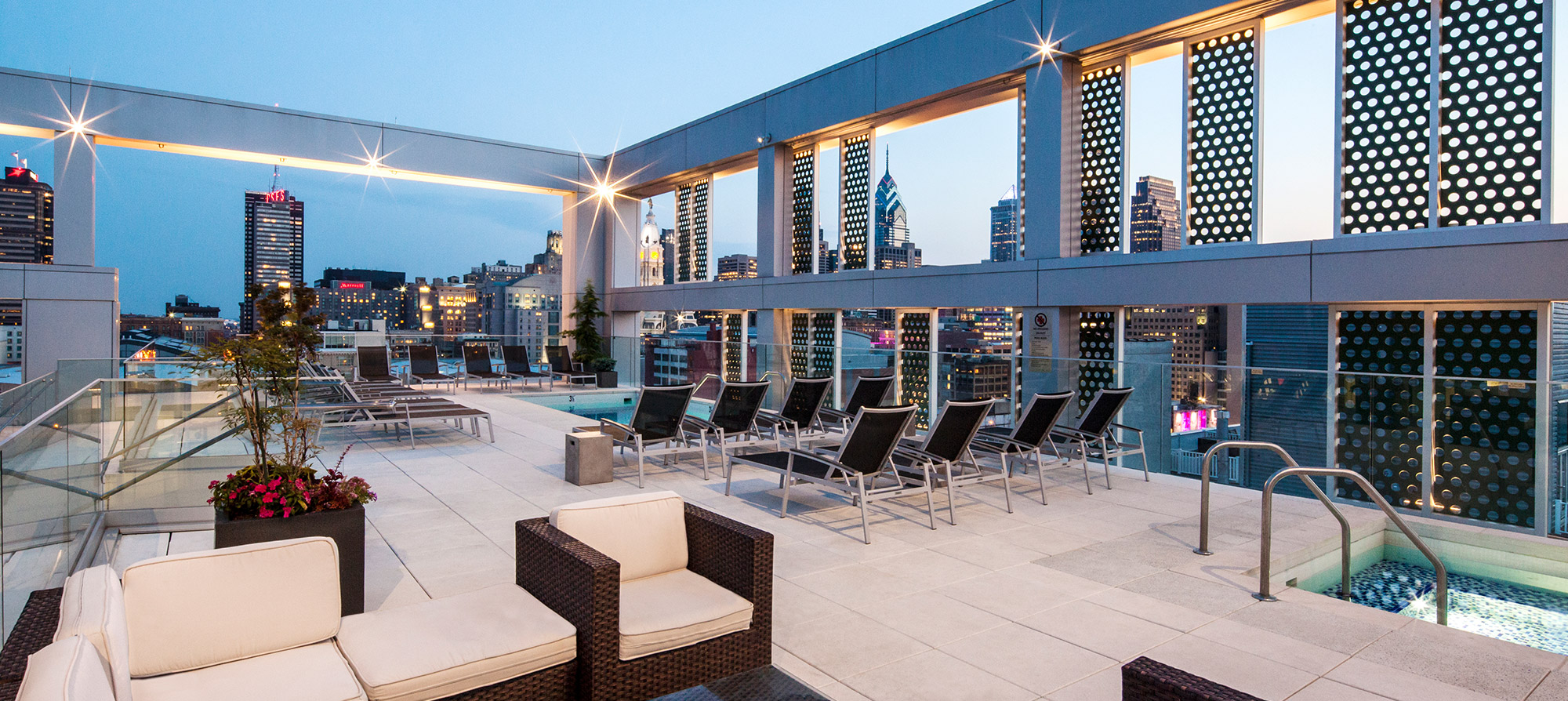 Luxury Apartments Pool.  Top 10 Apartment Buildings in Chicago to Live Now