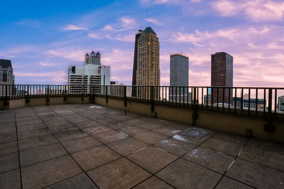 Penthouse with 360-degree views hits the Chicago market